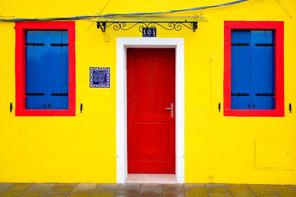 burano-italy-colorful-house