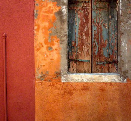 burano-italy-colorful-house-crumbling