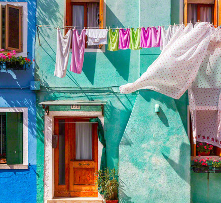 burano-italy-colorful-houses-laundry