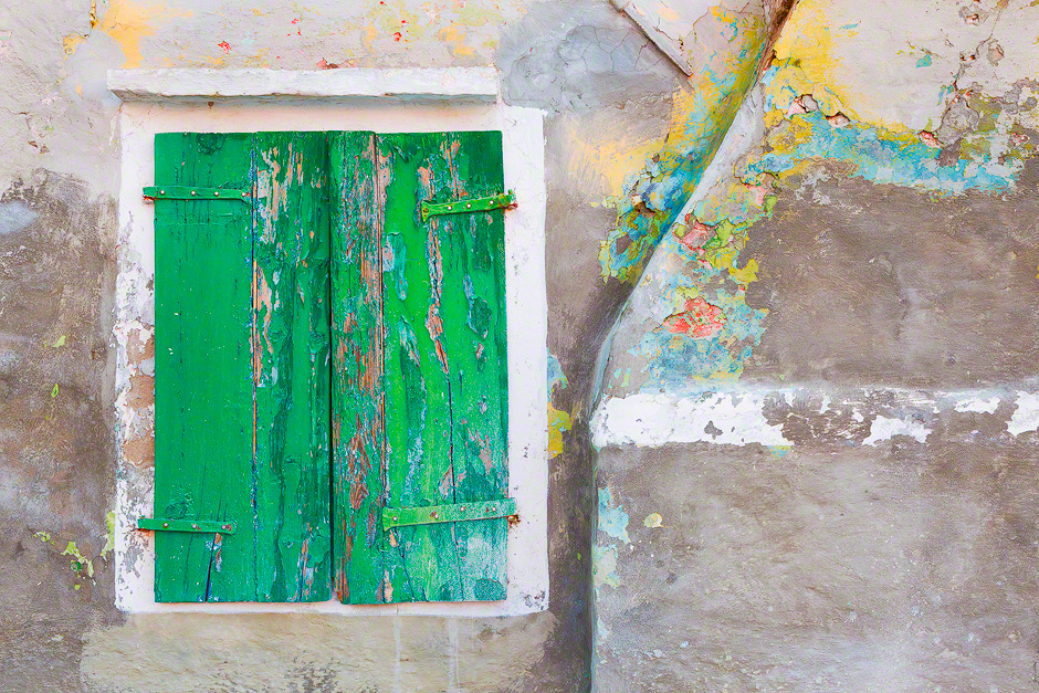 burano-italy-distressed-wall
