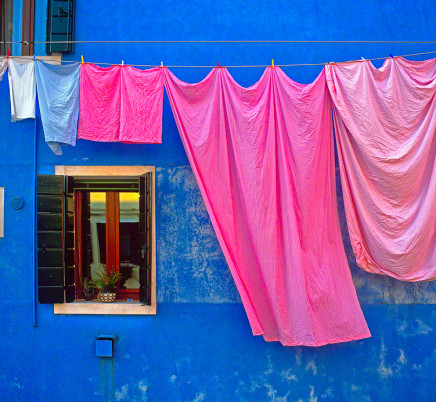 burano-italy-laundry-colorful-house