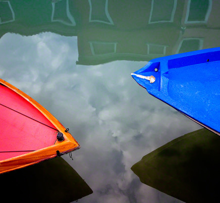 burano-italy-red-blue-boats
