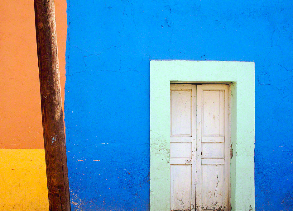 dolores-hidalgo-mexico-colorful-house