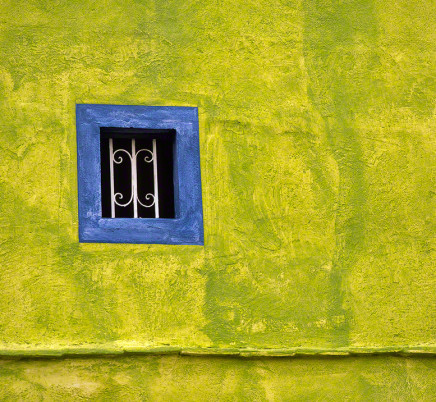 dolores-hidalgo-mexico-green-wall-blue-window