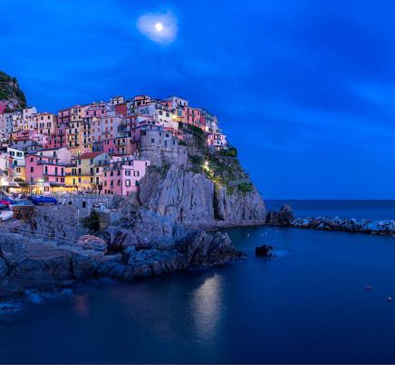 manarola-cinqueterre-italy-night-moon