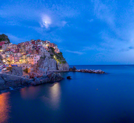 manarola-cinqueterre-italyl-sunset-night-moon