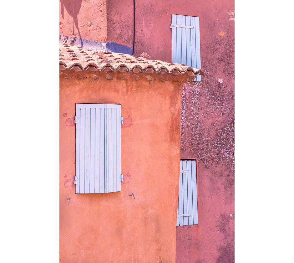 provence-colorful-buildings-rousillon-france