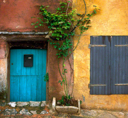 provence-colorful-house-rousillon-france