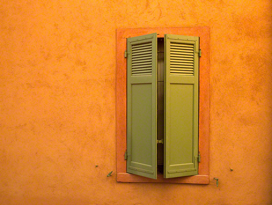 provence-colorful-wall-window-france