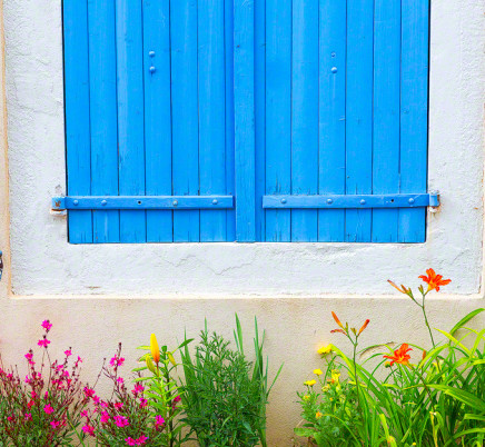 provence-window-flowers-france