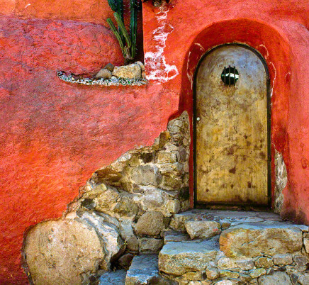 san-miguel-de-allende-mexico-red-house