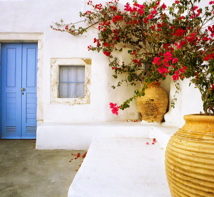 santorini-greece-house-courtyard