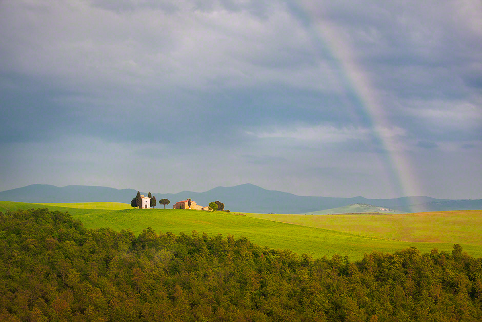 tuscany-rainbow-chapel-farm-house