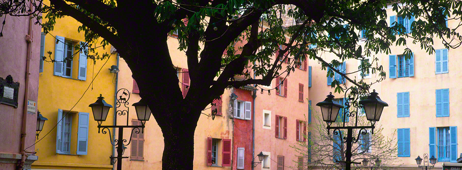 colorful-houses-grasse-provence