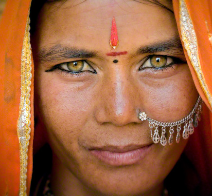 gypsy-woman-eyes-Jaisalmer-rajasthan-india