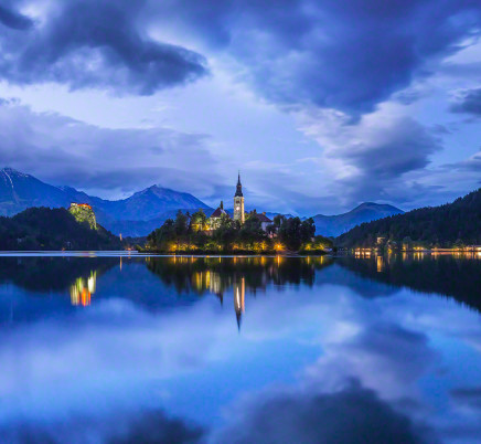 lake-bled-slovenia-church-night