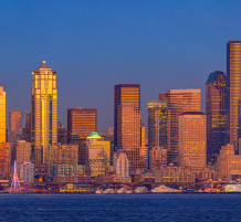 moonrise-seattle-skyline