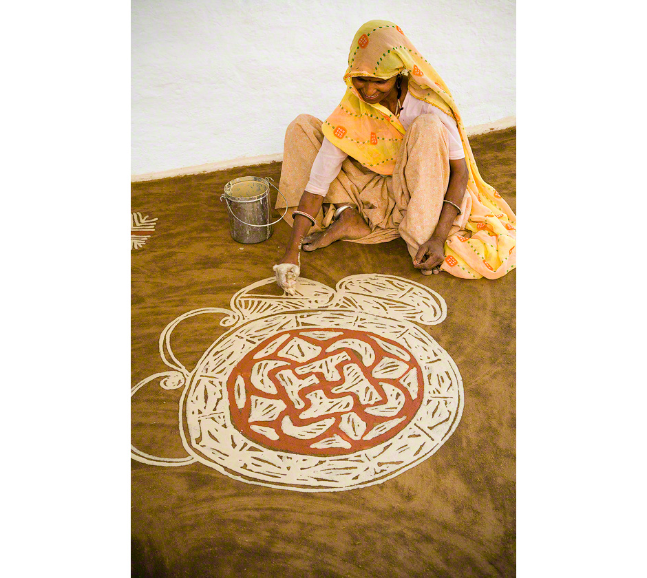 rangoli-painting-woman-rajasthan-india