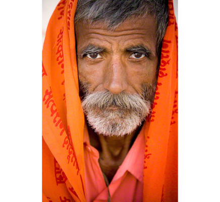 sadhu-man-eyes-rajasthan-india