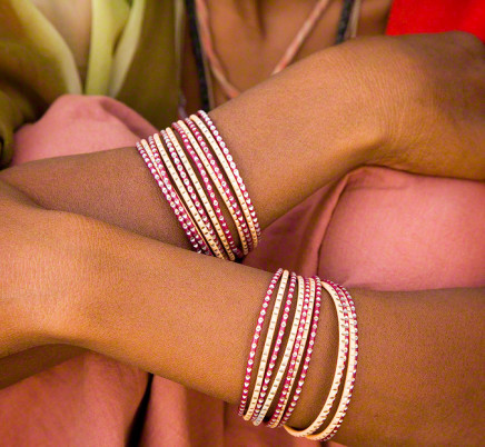 woman-arms-braclets-rajasthan-india