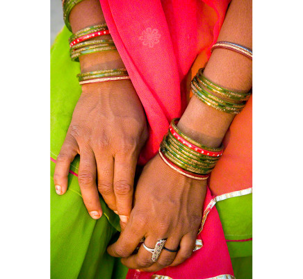 woman-hands-braclets-rajasthan-india